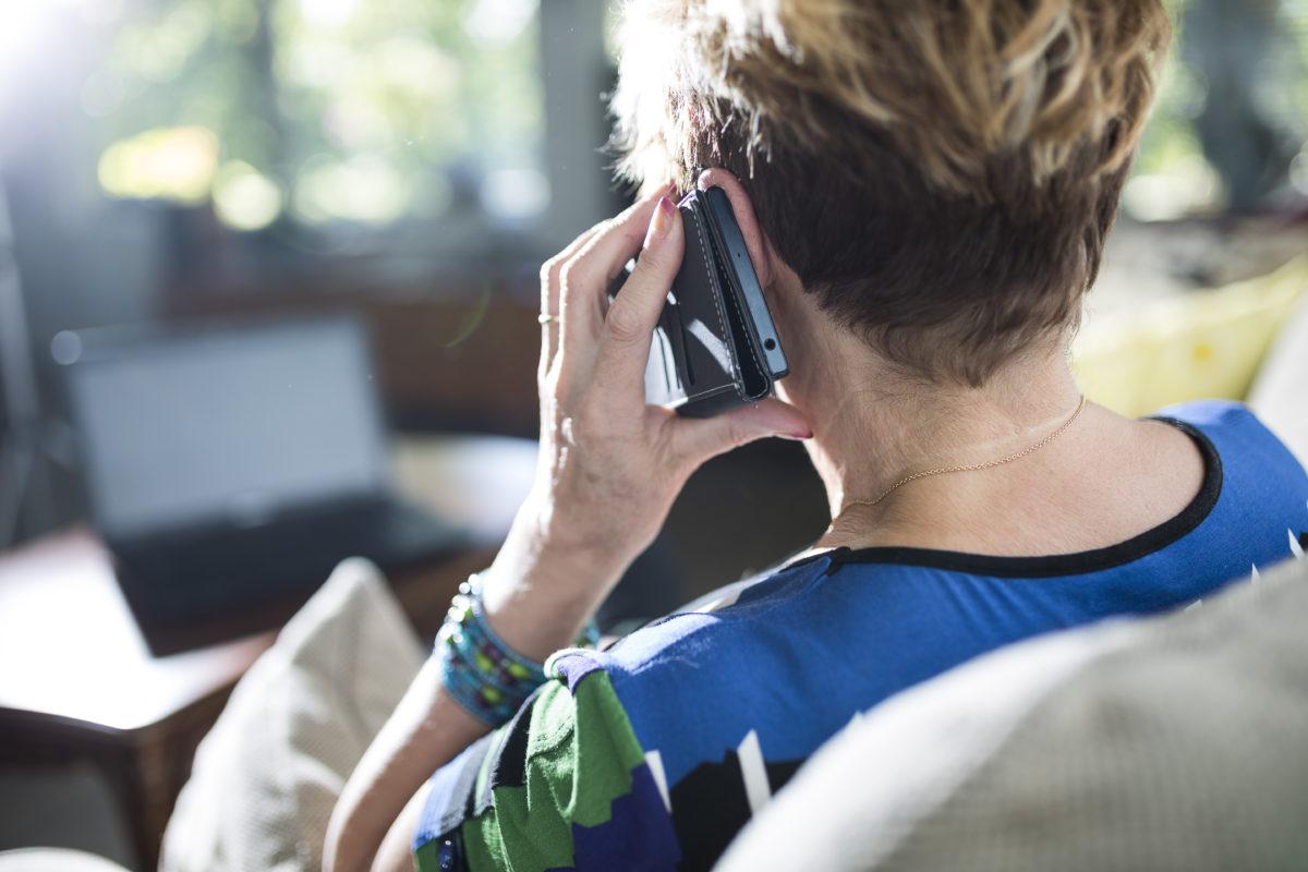 Palvelevassa puhelimessa puhutaan arjen iloista ja suruista