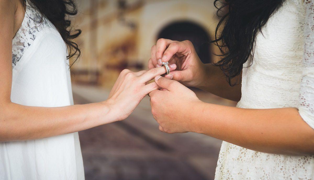 Uusi avioliittolaki haastaa kirkon