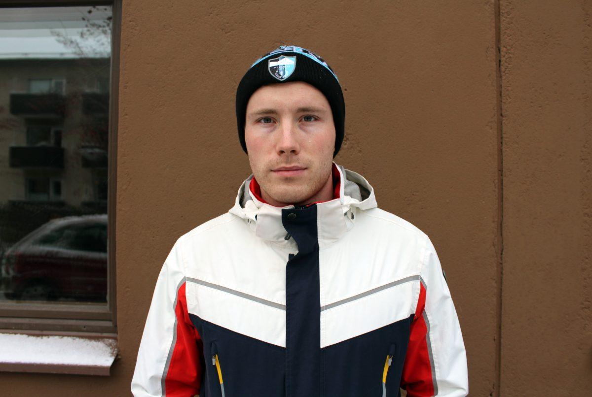 Lapin mies hiihtää ja pohtii isänmaan vaiheita