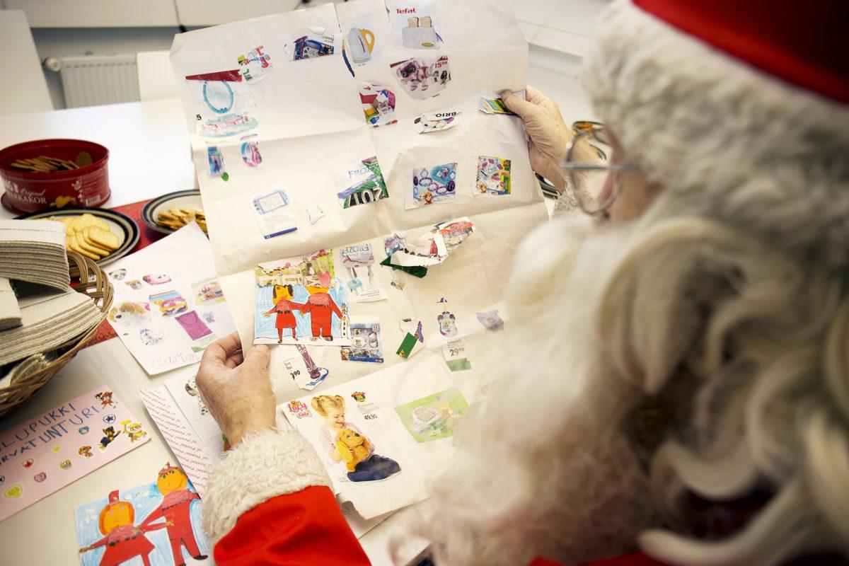Lasten kirjeet koskettivat joulupukkia syvästi