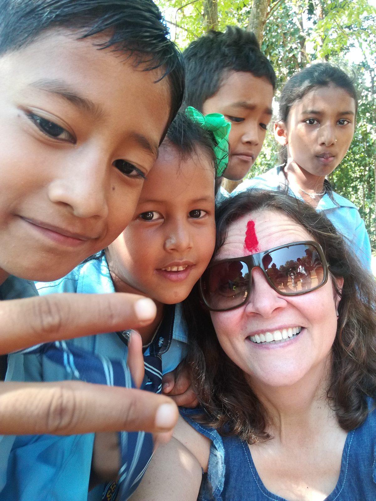Nepalin koululaiset kylvävät paremman huomisen siementä