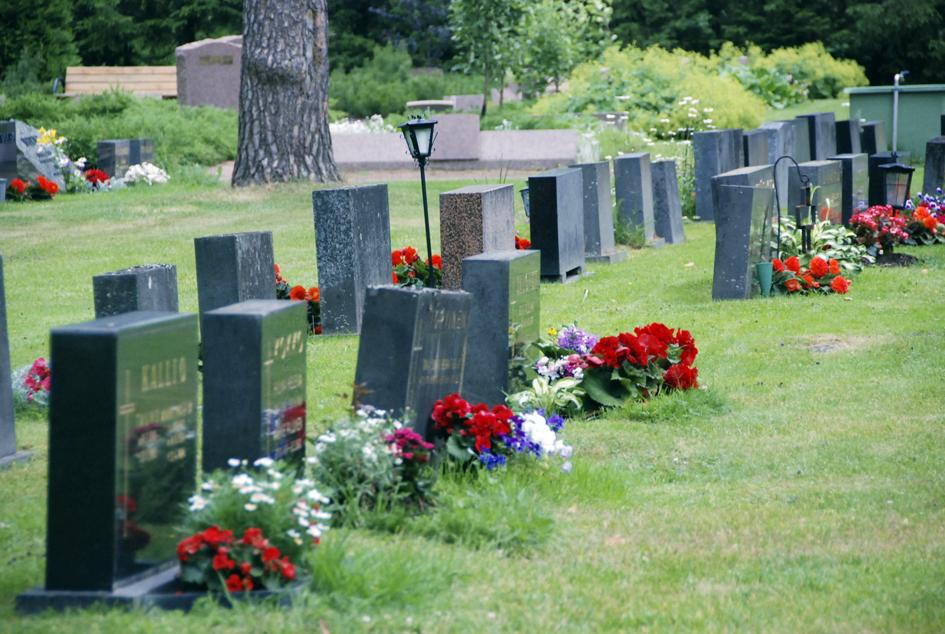 Kallistunut hautakivi on vaarallinen