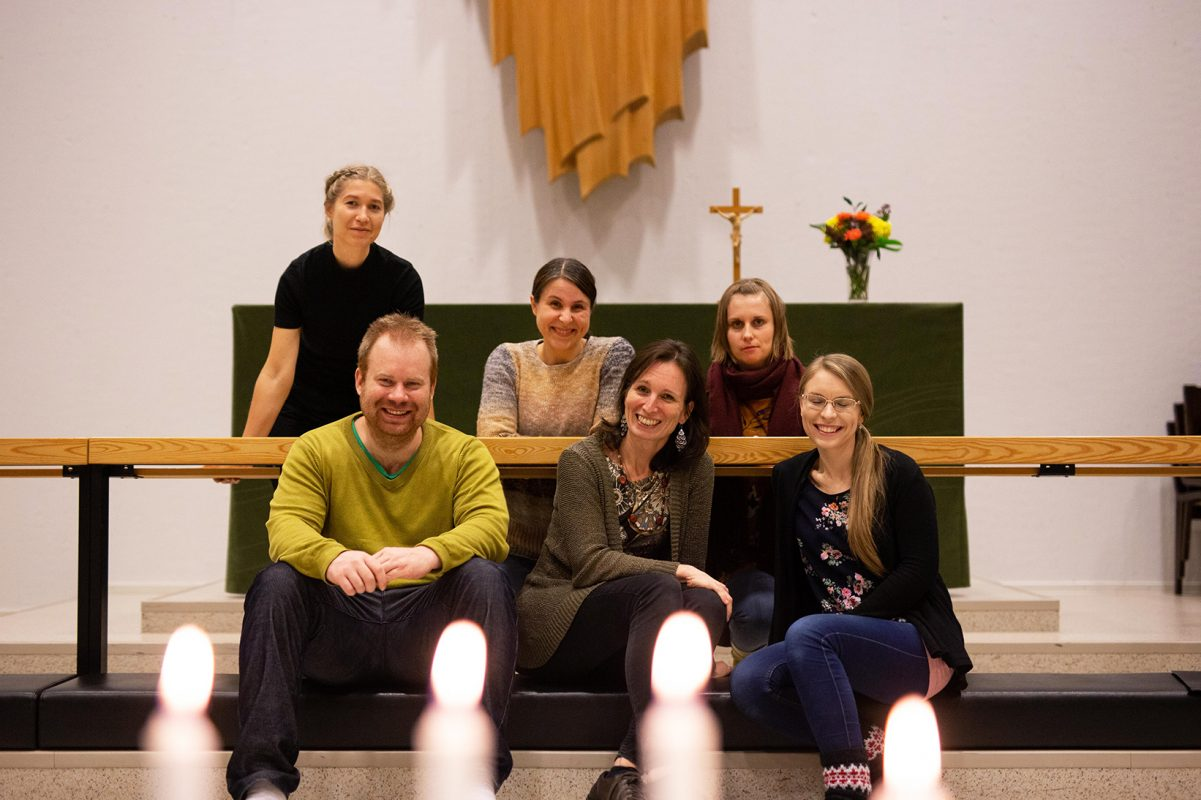 Lauluryhmä Lähde harjoittelee Keltinmäen kirkossa