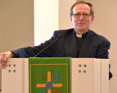 Risto A. Ahonen puhumassa Suomen Lähetysseuran symposiumissa