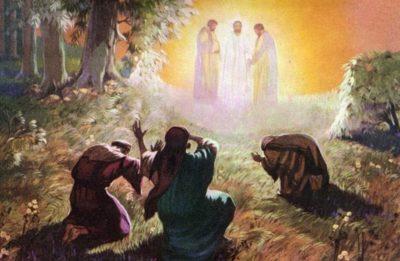 Kuvituskuvassa maalaus, jossa Jeesus kirkastettuna ja kolme opetuslasta maassa polvillaan, häikäistyneinä.