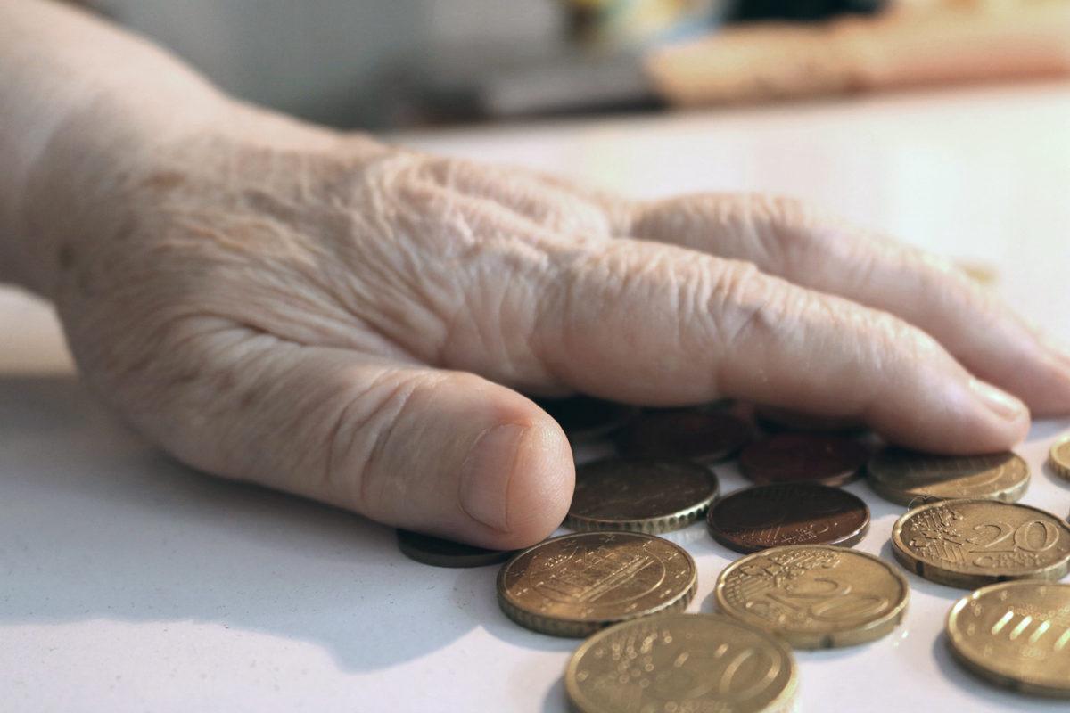 Köyhyys koettelee ikäihmisiä