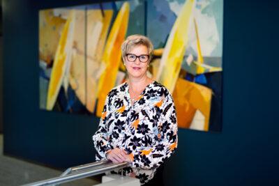 Kuvassa Seinäjoen seurakunnan hallintojohtaja Paula Perälampi.